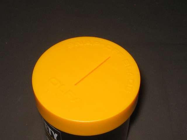 オルファ 安全刃折処理器ポキ 133K 切り込み口に残った紙パッケージの紙片をカッターなどで容器内に落とす