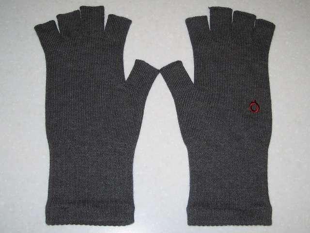 寒さ対策用に購入した(画像左側から)冷えとり靴下の 841(ヤヨイ) 冷えとり靴下の 841(ヤヨイ) ハンドウォーマー グレーミックス(サイズ L)