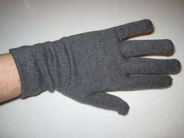 寒さ対策用に購入した冷えとり靴下の 841(ヤヨイ)フィット手袋(サイズ L)(色 グレーミックス)手の甲側