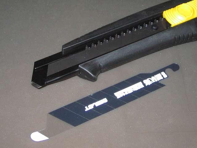 タジマ ドライバーカッター L560 オートロック 黒 DC-L560BBL 替刃大 凄刃黒 保護シート外したところ、ホルダー先端焼爪
