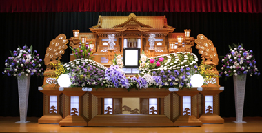 やすらぎ葬祭 花祭壇 紫のこちょうらん 豊川 花屋 花夢