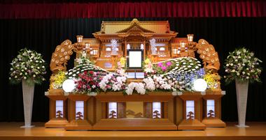 やすらぎ葬祭 花祭壇 豊川 花屋 花夢 赤