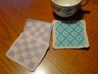 かぎ針編み北欧風編み込み幾何学模様コースター