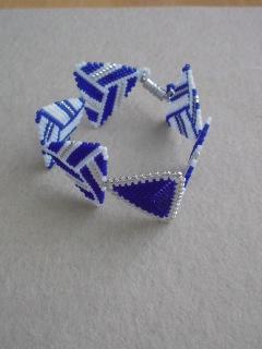 ペヨーテステッチで編む三角モチーフのブレスレット