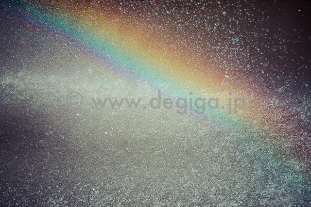 噴水と虹(タイトル:『背景アンソロジー』より)