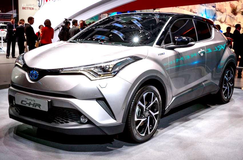 2017-Toyota-C-HR-show-floor.jpg