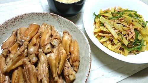 鶏手羽焼きとか豚味噌漬けとかカレーとか。