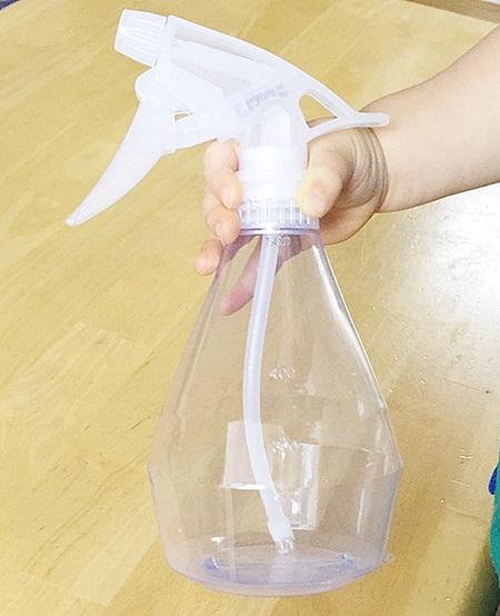 スプレー ボトル 100 均 小さい