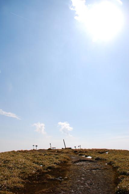 広い竜ヶ岳の山頂_青空