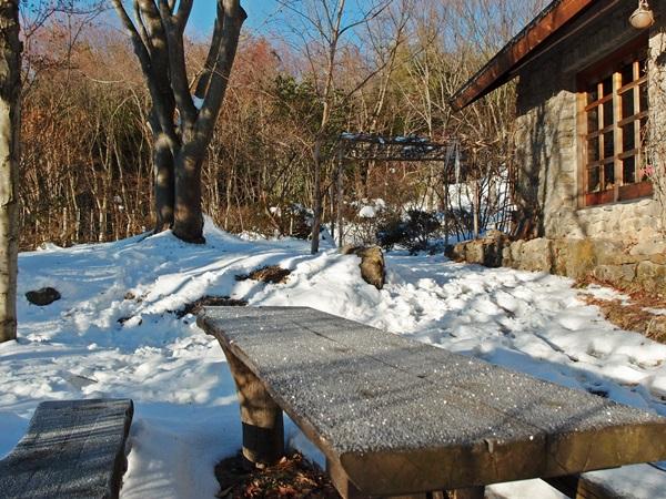 雪残る景色