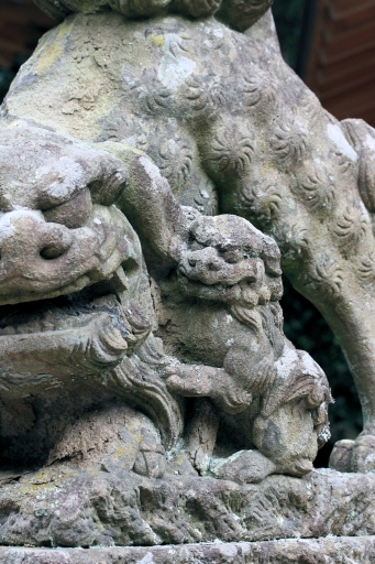 客神社の狛ワンコの子ワンコ