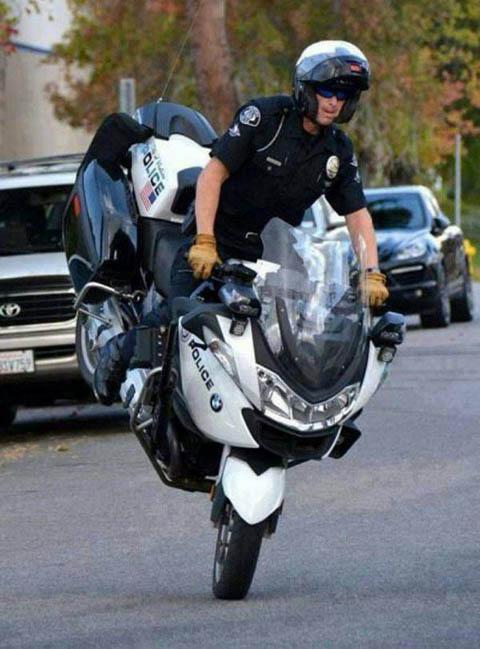 Police仕様のbmwでストッピー 今日の一枚web版