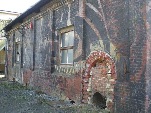 トチセン・汽罐室外壁