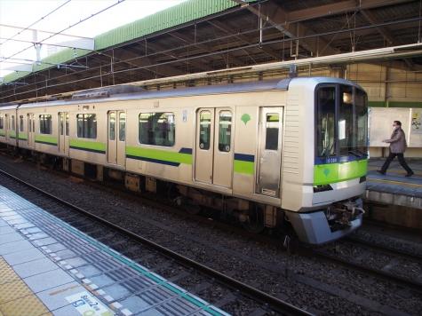 都営地下鉄 新宿線 10-300形 電車