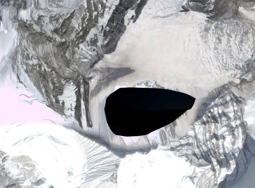 【グーグルアース】ヒマラヤの山奥に「謎の黒塗り」がされた部分を発見…ノアの方舟、シャンバラへの入り口か