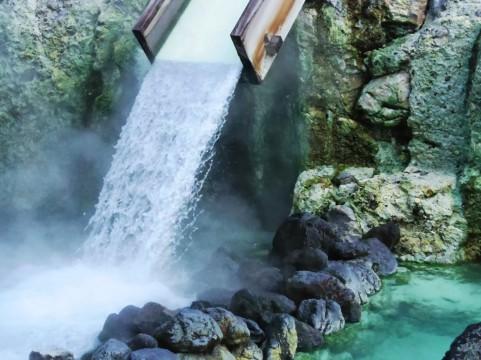 群馬・嬬恋で温泉の配管作業中に2人倒れる…硫化水素の濃度が上昇か