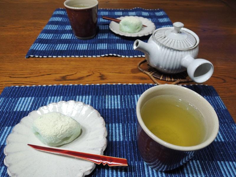 うぐいす餅とお茶