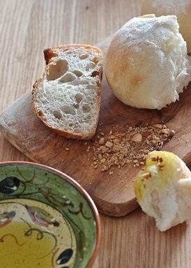 デュカとパン