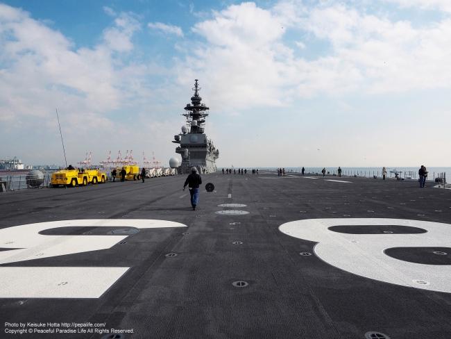 空母いずも ヘリ甲板 船首から