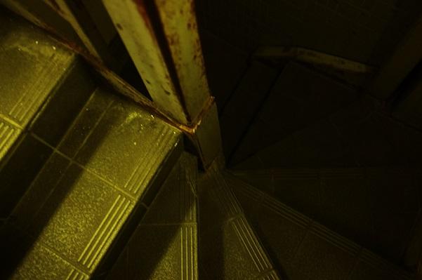 フリー画像夜の階段