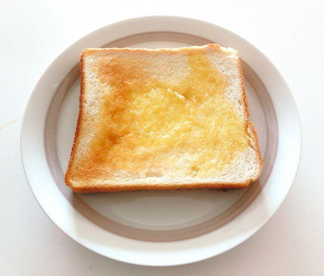 「トースト」とは乾杯のこと?-英語のトーストと乾杯の関係