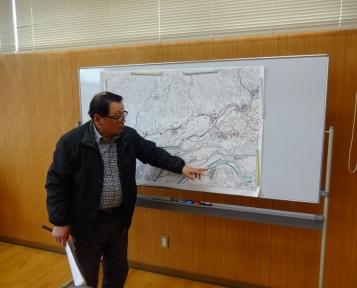 今に歴史が重なる地図で説明を