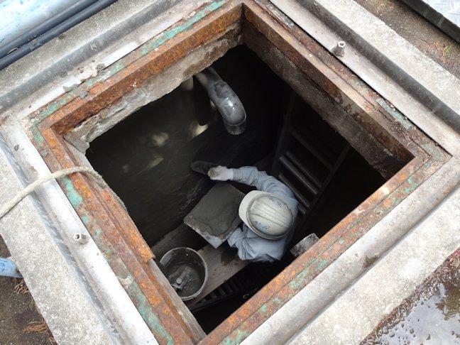 浄化槽内部モルタル塗り